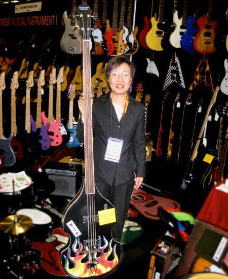 longest-bass-guitar